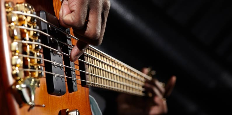 How to accompany Nigerian gospel praise on the bass guitar